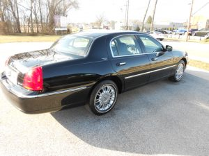 2006 LINCOLN TOWN CAR-$5900